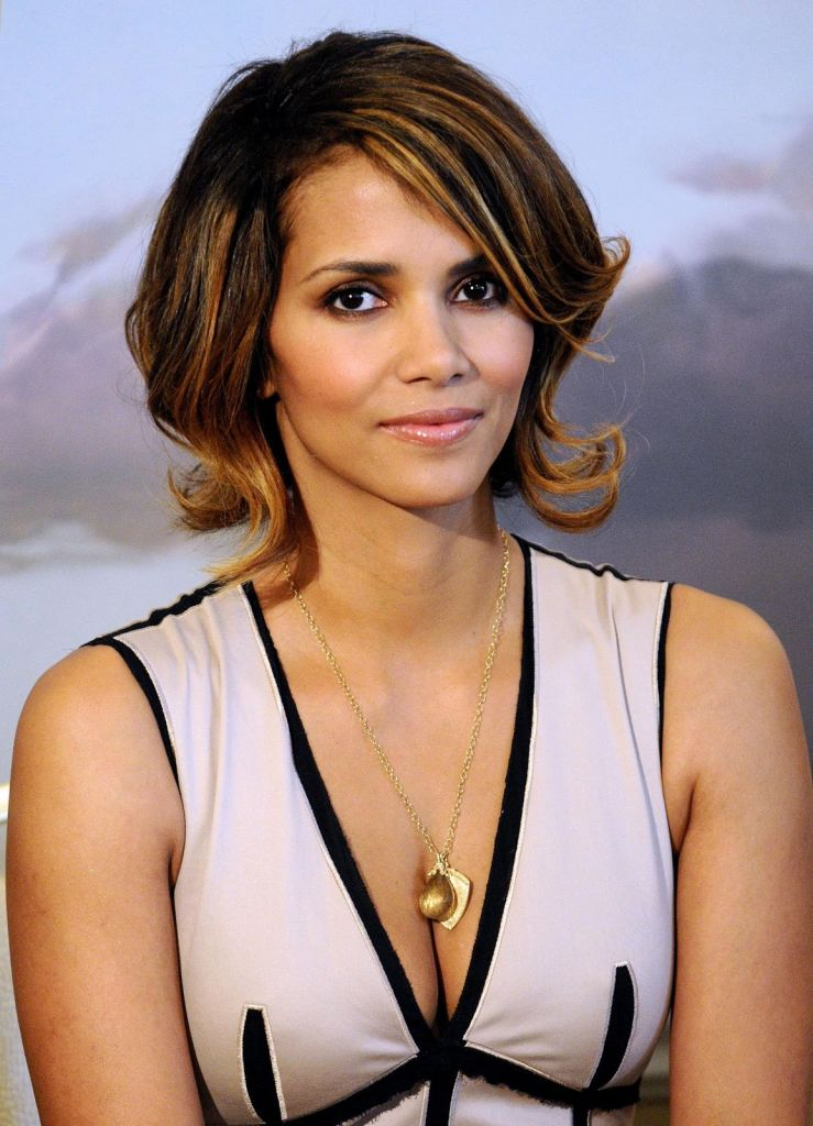 10 Richest People Who ... Halle Berry College