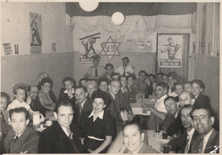 Jews-Lived-In-The-Shanghai-Ghetto-During-WW2