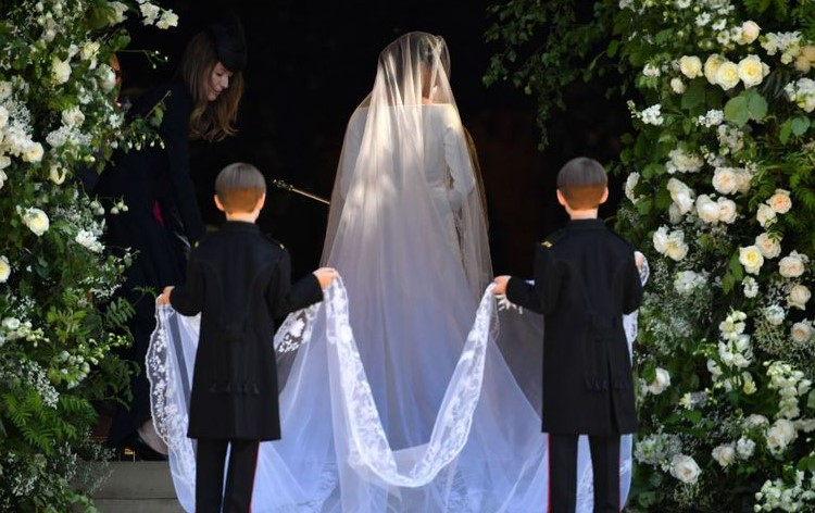 Twins-Holding-The-Veil