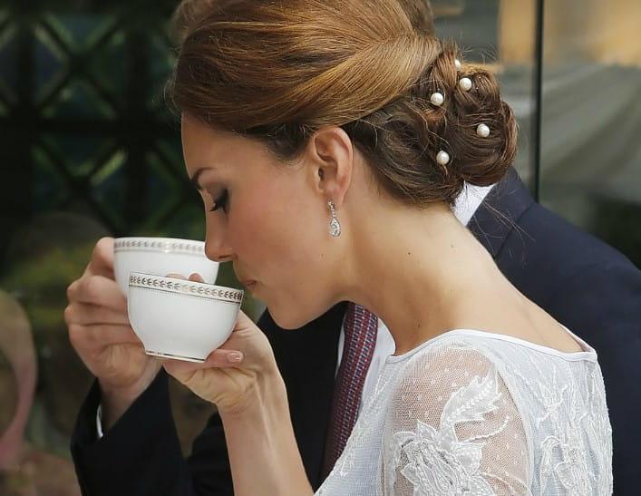 A-High-Tea-at-Buckingham-Palace