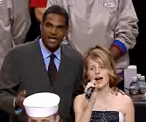 Mo Cheeks Helps Little Girl Sing The National Anthem
